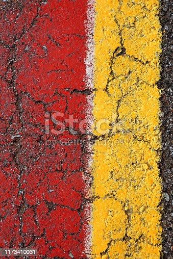 istock Strisce colorate su asfalto 1173410031