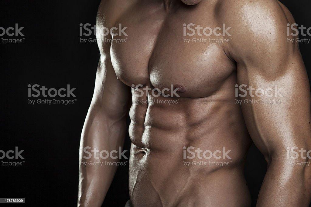 Fuerte Athletic hombre Fitness modelo Torso mostrando seis de abs. - Foto de stock de Abdomen libre de derechos
