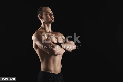 909486418 istock photo Strong athletic man showes naked muscular body 909915068