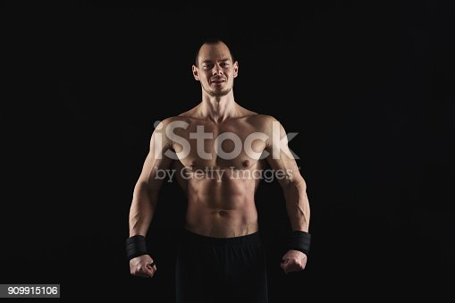 909486418 istock photo Strong athletic man showes naked muscular body 909915106