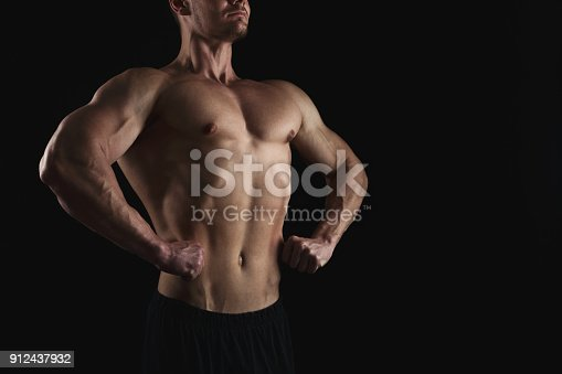909486418 istock photo Strong athletic man showes naked muscular body 912437932