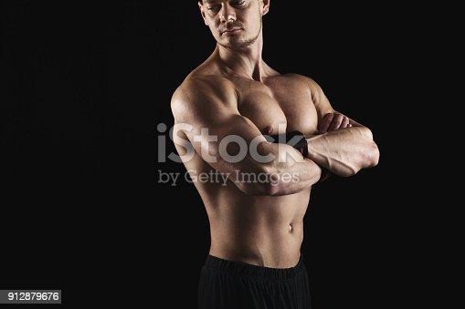 909486418 istock photo Strong athletic man showes naked muscular body 912879676