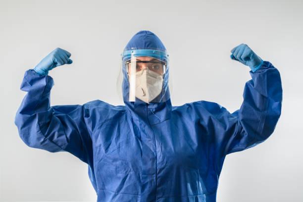 Starker Arzt während des Coronavirus COVID 19 neuartigen Coronavirus Ausbruch – Foto
