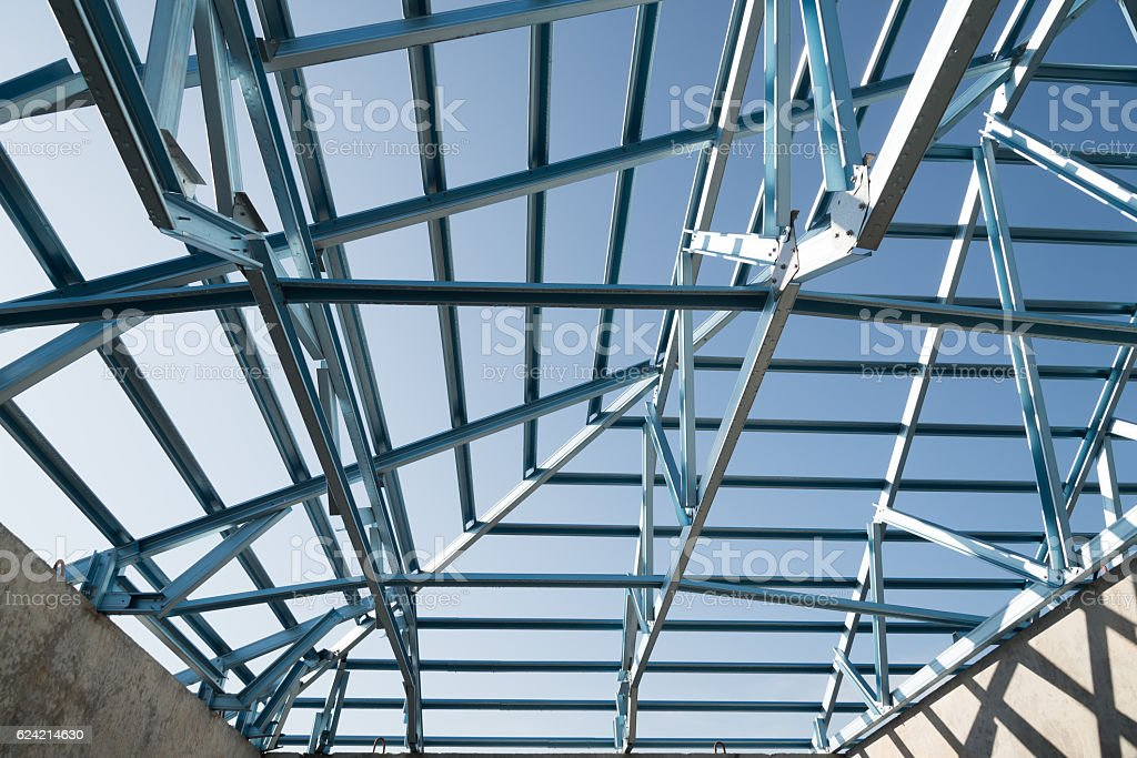La estructura de acero en el último piso. - foto de stock