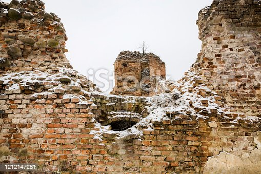 a large structure which is destroyed and of which only ruins remain