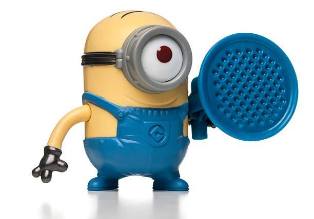 stuart blaster minion mcdonalds happy mahlzeit spielzeug - minion thema stock-fotos und bilder