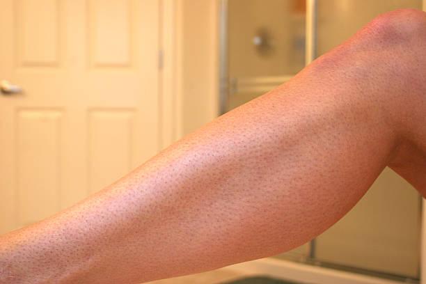 barbe de 3 jours-demande de photo - mi jambe photos et images de collection