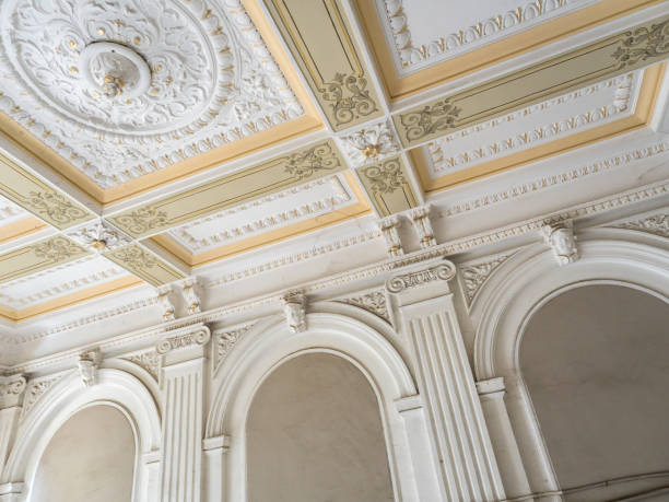 Stucco ceiling and wall. Molding, cornice. Old plaster architectural elements of the interior Stucco ceiling and wall. Molding, cornice. Old plaster architectural elements of the interior plaster ceiling design stock pictures, royalty-free photos & images