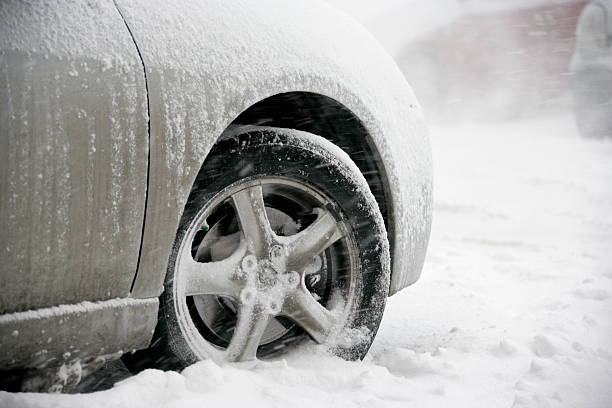 Stuck in snow picture id117553529?b=1&k=6&m=117553529&s=612x612&w=0&h=buhhimnqnjkckddqnsoicaanofmg9ym0wywbpktum1k=