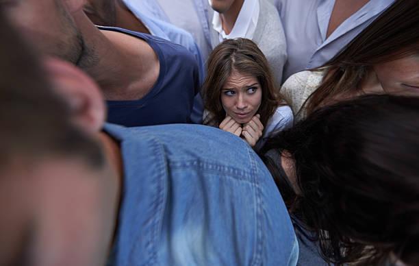 stuck in the crush - claustrofobie stockfoto's en -beelden