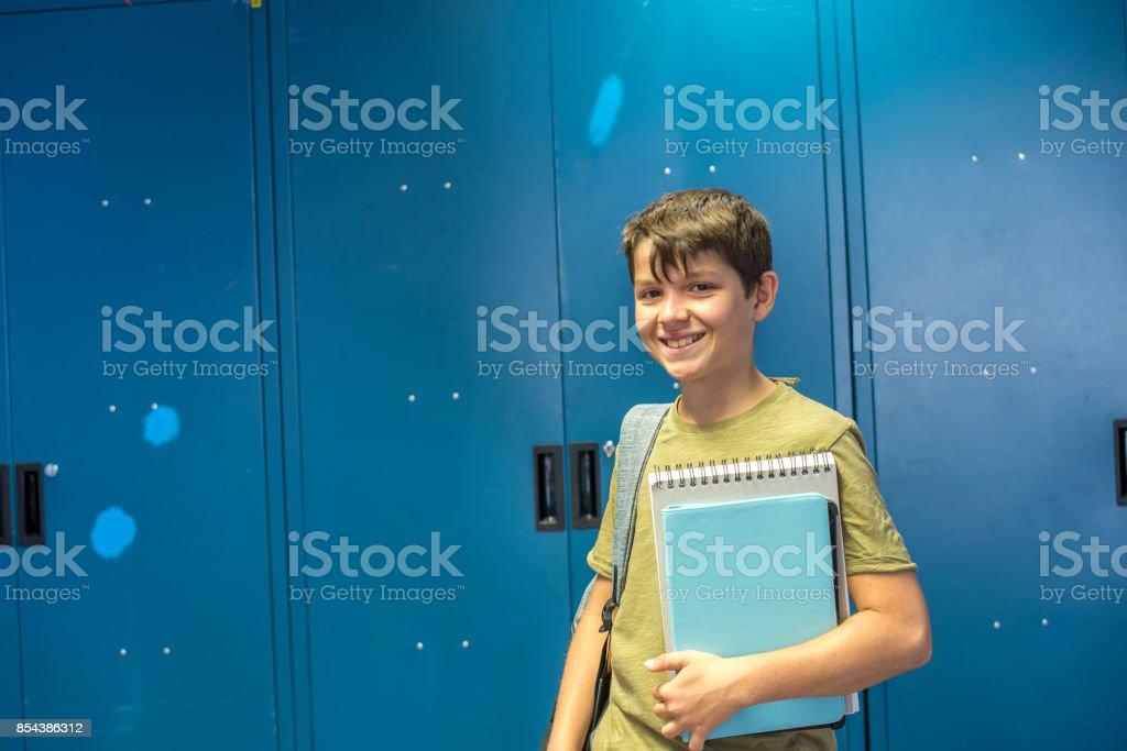 Student und blaue Schule Schließfächer – Foto