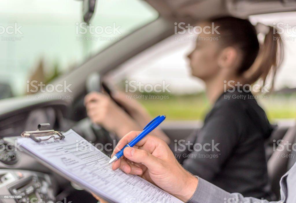 Examen de conducir estudiante conductor tomar - foto de stock