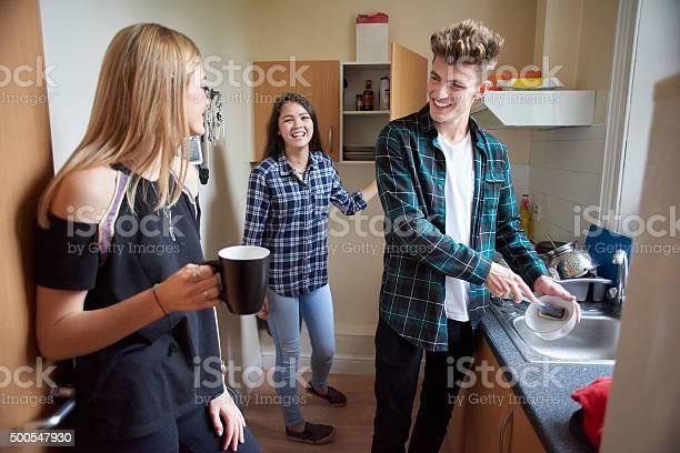 Student flatmates in the kitchen picture id500547930?b=1&k=6&m=500547930&s=612x612&h=stefv9mvfwvlm9bf8dc7uylnlmjwxcairrbauxkz ca=