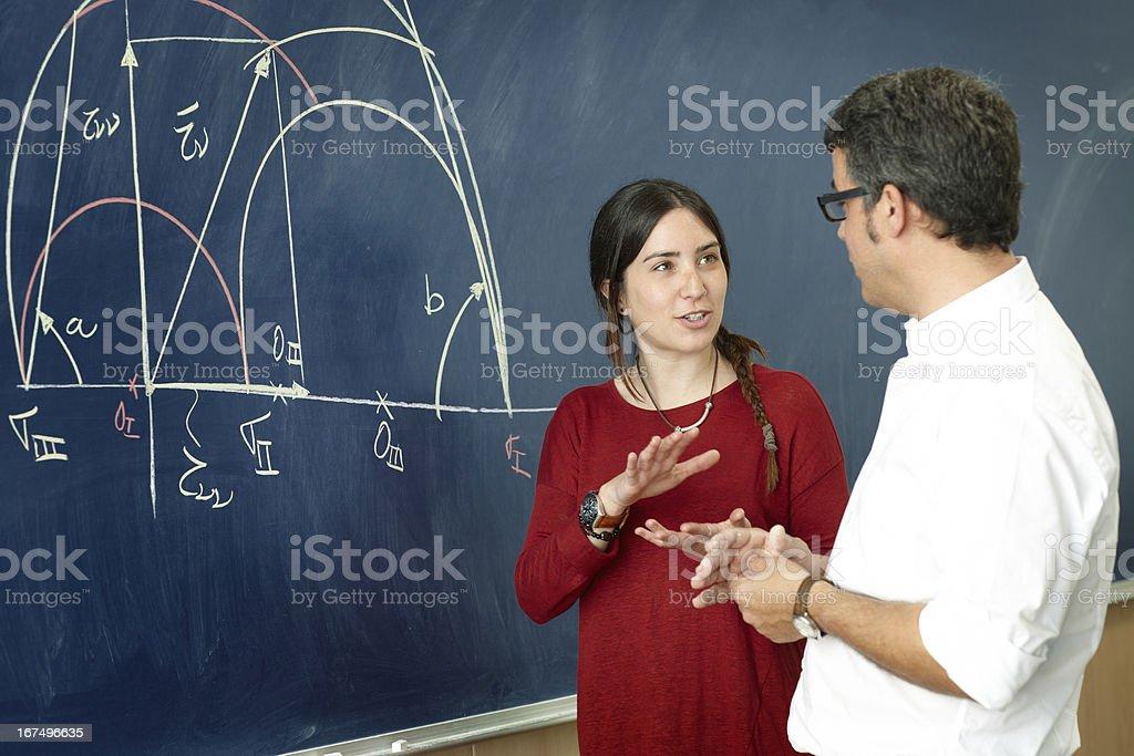 Student Mädchen spricht mit professor – Foto