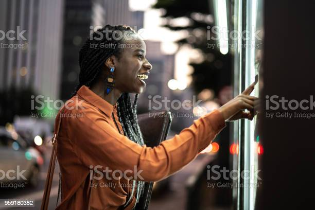 Student looking for store window picture id959180382?b=1&k=6&m=959180382&s=612x612&h=mxyqtu0gvdtjplesnzxp hq3chloxaoqfoxwyp9iznm=