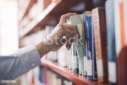 istock Student searching books 910852368