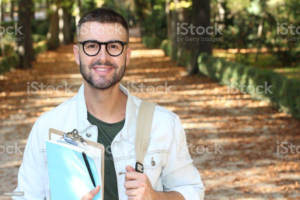 Schüler, die ein Spaziergang rund um den Campus im Herbst - Lizenzfrei 30-34 Jahre Stock-Foto