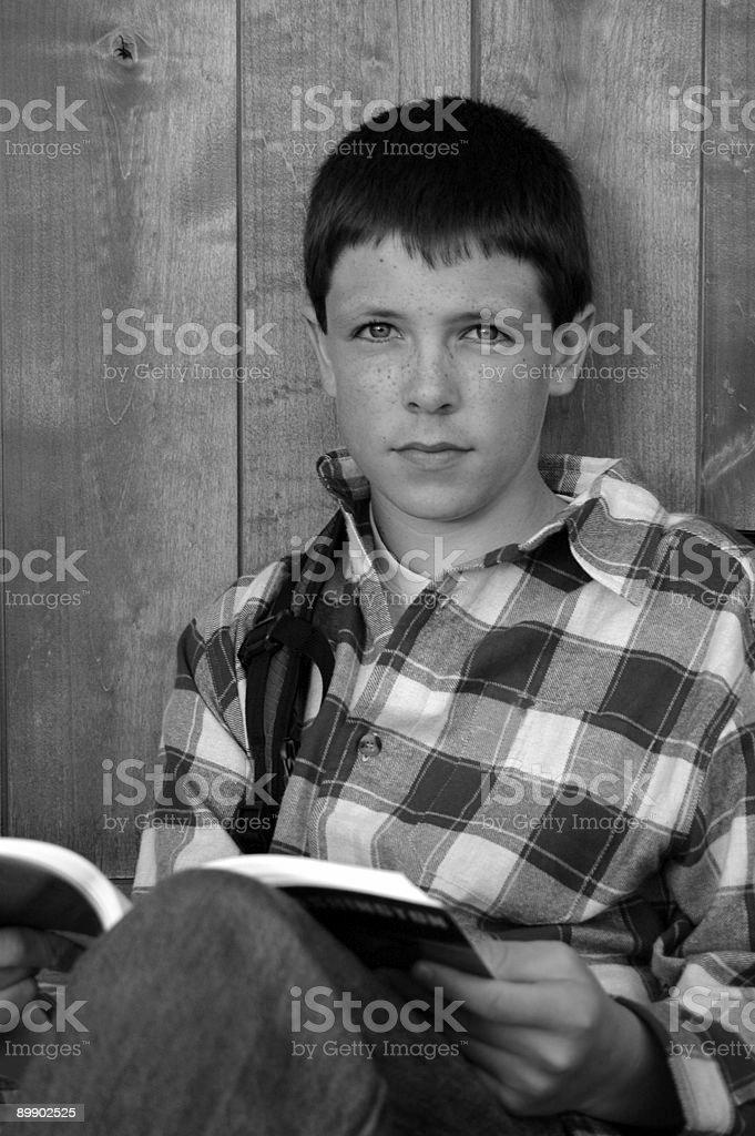 Estudiante con libro foto de stock libre de derechos