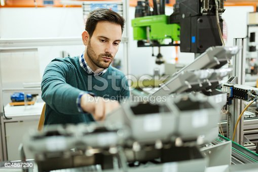 istock Students engineering class project 624867290