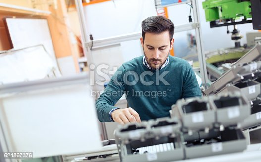 istock Students engineering class project 624867376
