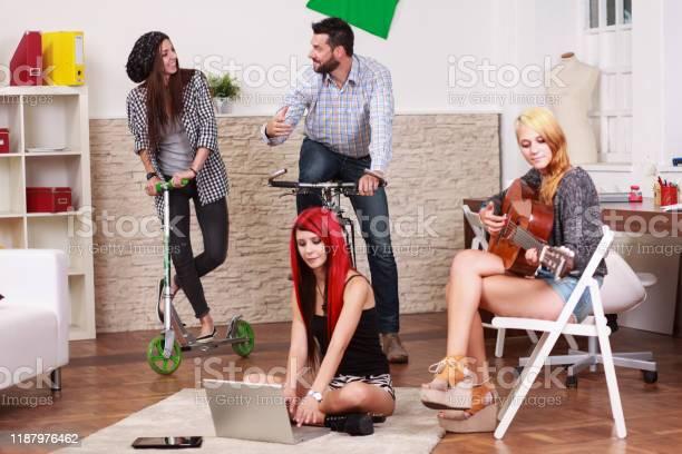 Students having fun time picture id1187976462?b=1&k=6&m=1187976462&s=612x612&h=0gulxasz0hkwcko4ng3phy4fozcn77qtd0ulubdqqtw=