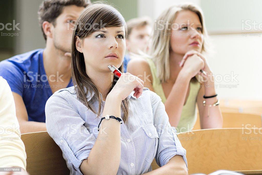 Studenci w Sala wykładowa – zdjęcie