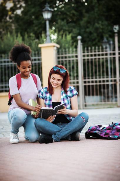 Studenten im Campus lernen neues Thema – Foto