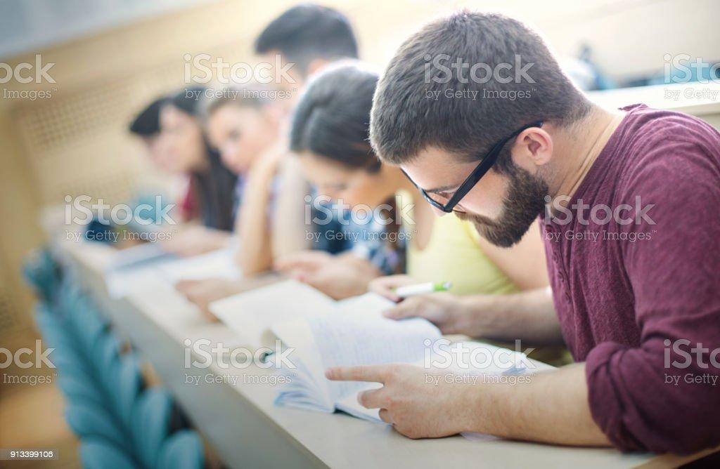 Schüler in der Klasse. – Foto
