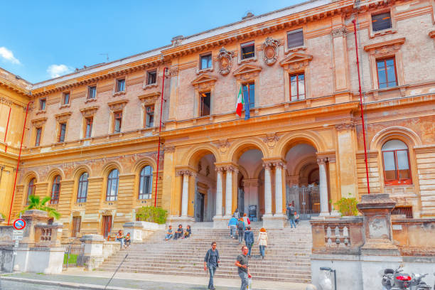 rome, italy - may 08, 2017 : student's near university of rome la sapienza - department of mechanical and aerospace engineering. rome. - rome road central view foto e immagini stock