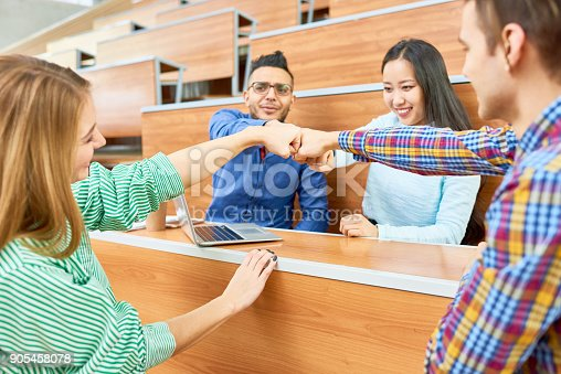 istock Students Team at College 905458078