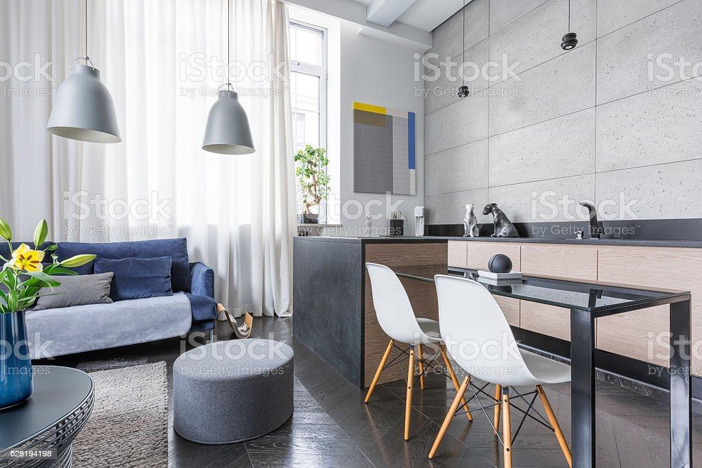 Foto De Studio Apartment With Kitchenette E Mais Fotos De Stock De Aberto Istock