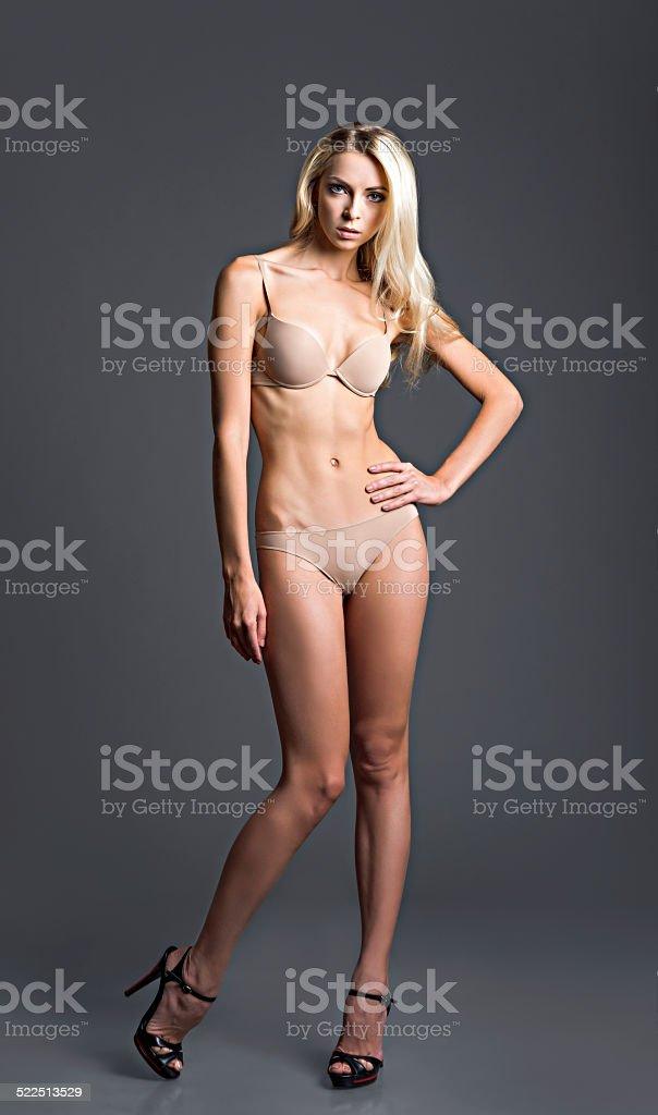 b86271824 Foto de estúdio moda da mulher loira sedutora em Roupas íntimas foto  royalty-free