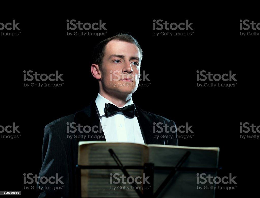 Studio Bild von junger Mann führt die orchestra – Foto