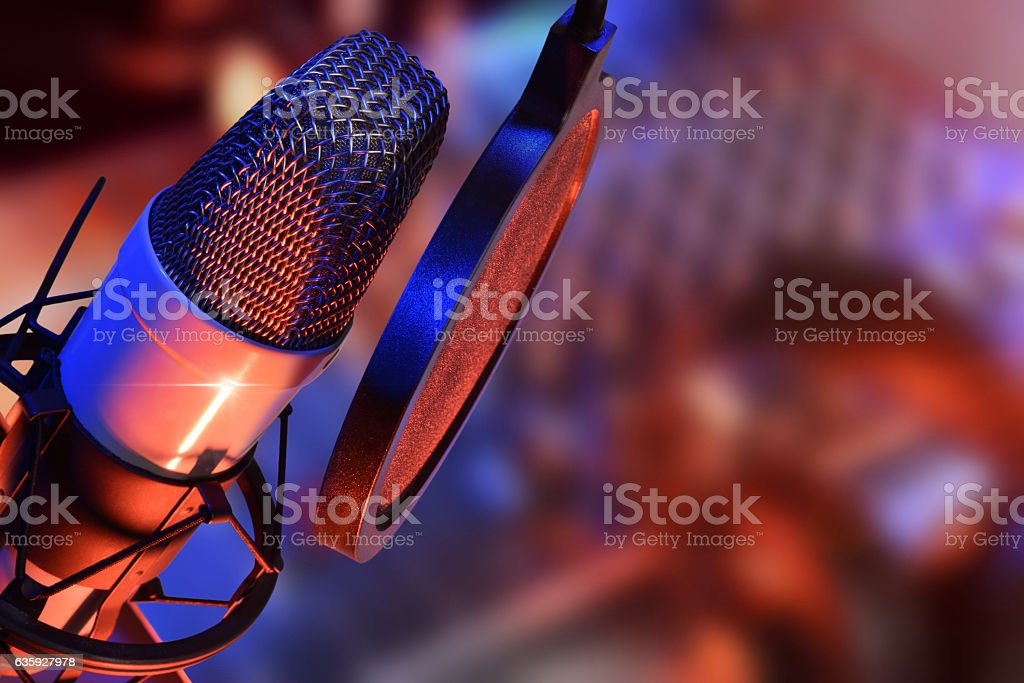 Studio microphone with headphones live production - foto de stock