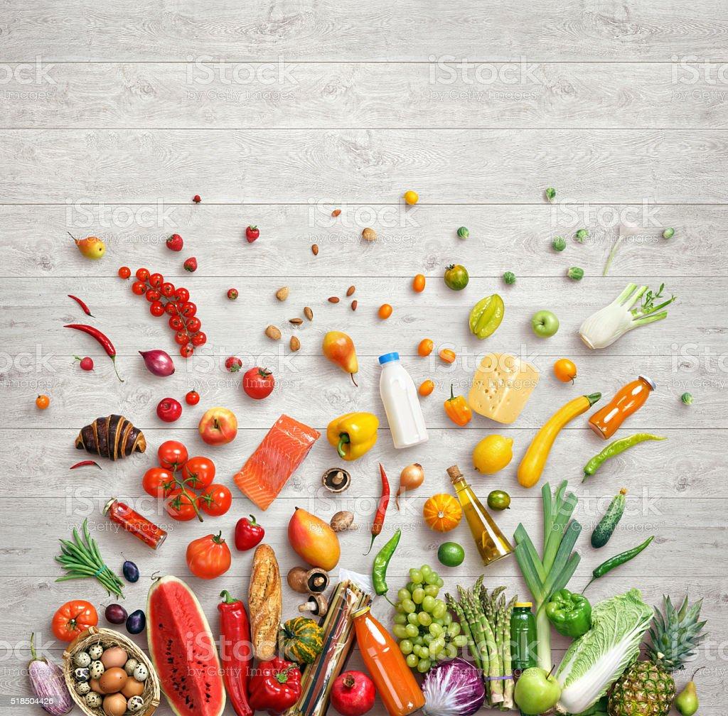 Studio foto di diversa frutta e verdura foto stock royalty-free