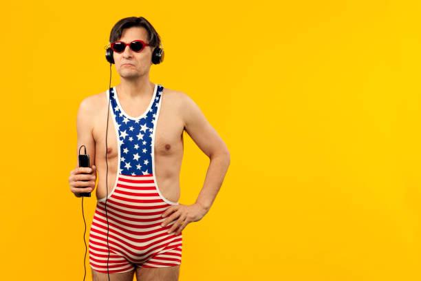 studio-porträt von einem reifen mann - herren outfit stock-fotos und bilder