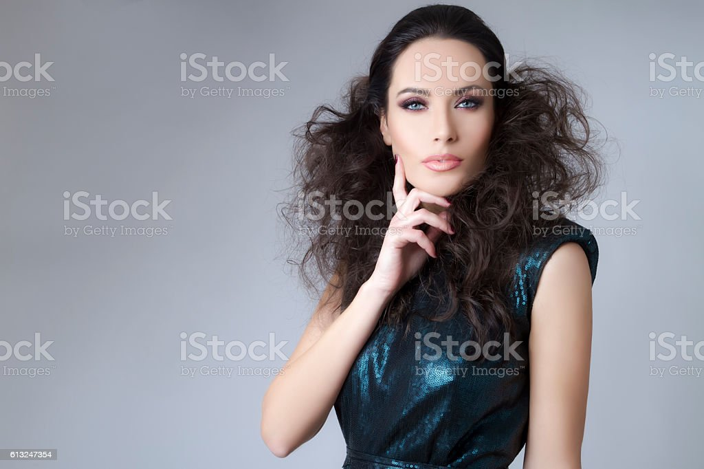 Studio portrait of young beautiful brunette woman – Foto