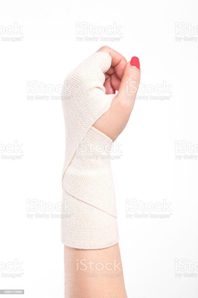 Foto de estudio hembra muñecas con una venda elástica atada foto de stock libre de derechos