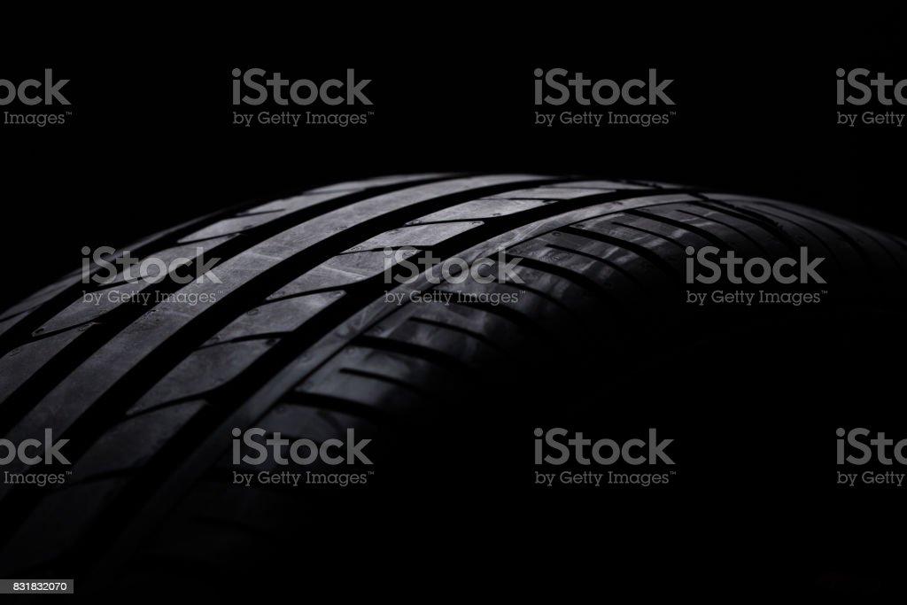 Studioaufnahme von einem schwarzen Pkw-Reifen – Foto