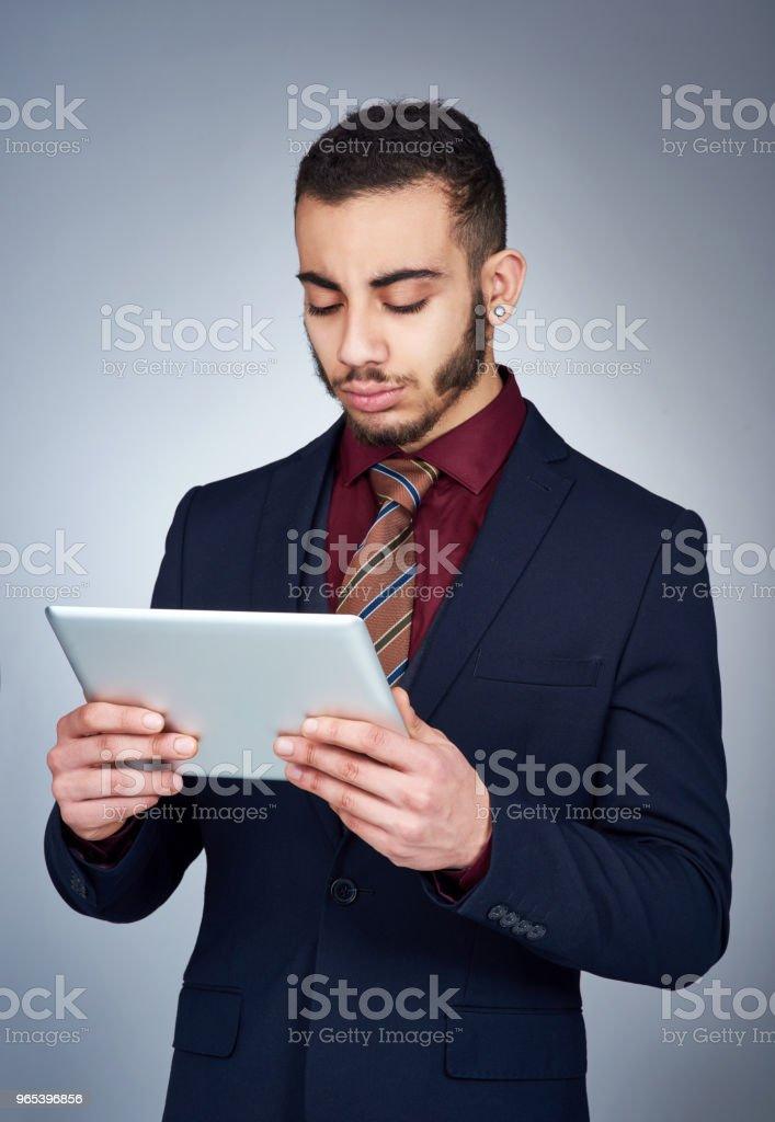 Technologie kann ein hilfreiches Werkzeug im Geschäft sein. - Lizenzfrei Anzug Stock-Foto