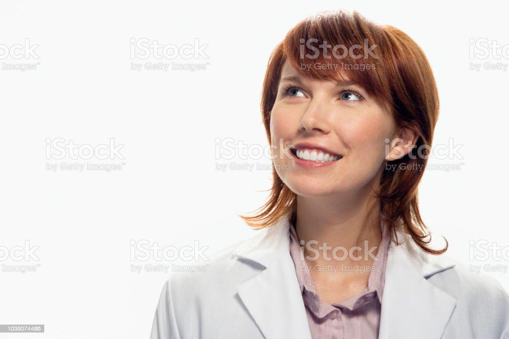 Studioaufnahme von Frau lächelnd und blickte – Foto