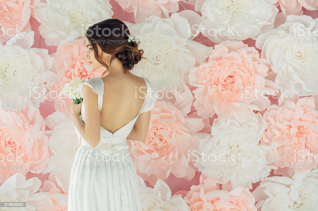 Studio shot of young beautiful bride圖像檔