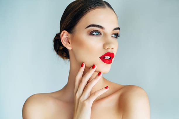 Woman lipstick photos (237,707 free images)