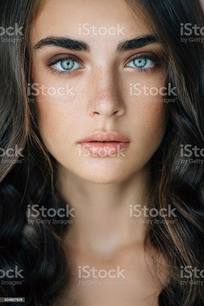 Foto de estúdio de um jovem Mulher bonita - Foto de stock de 20-24 Anos royalty-free