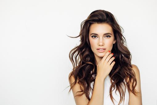 스튜디오 슛 아름다운 젊은 여자 20-24세에 대한 스톡 사진 및 기타 이미지