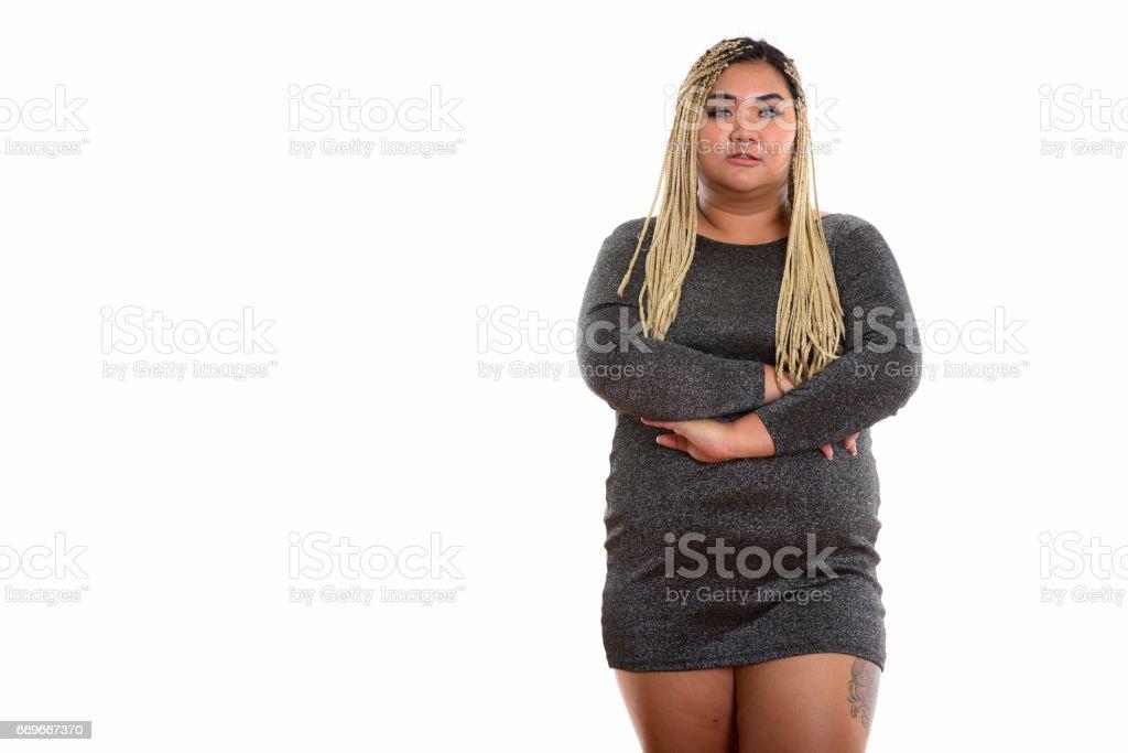 雙臂交叉脂肪亞洲少婦的影棚拍攝圖像檔