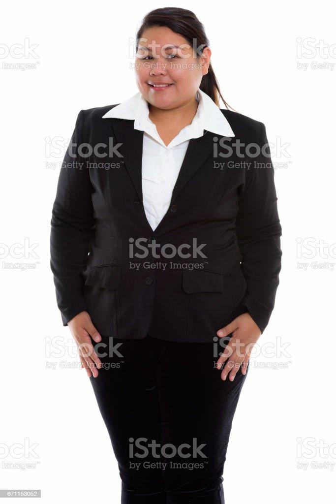 站立時微笑的年輕快樂胖亞洲商人的影棚拍攝圖像檔