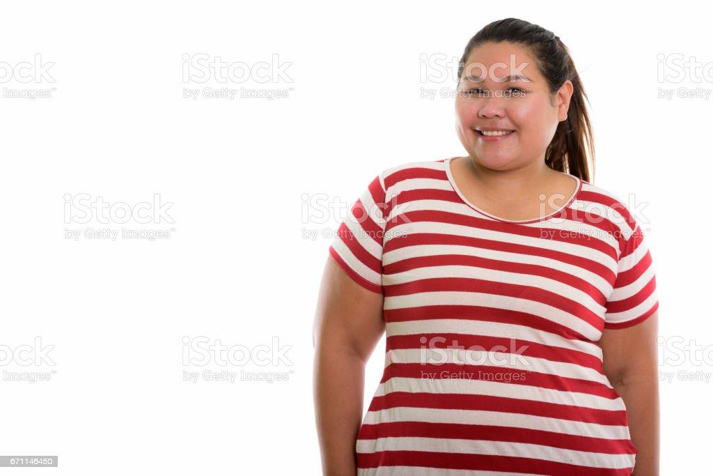 微笑的年輕快樂胖亞洲女人的影棚拍攝圖像檔
