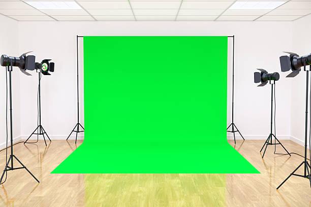 studio with green screen - green screen stockfoto's en -beelden