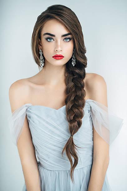 studioshot の若い美しい女性 - ウェディングファッション ストックフォトと画像